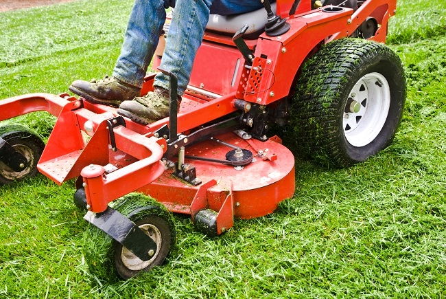 The Advantages of Tractor Mowing