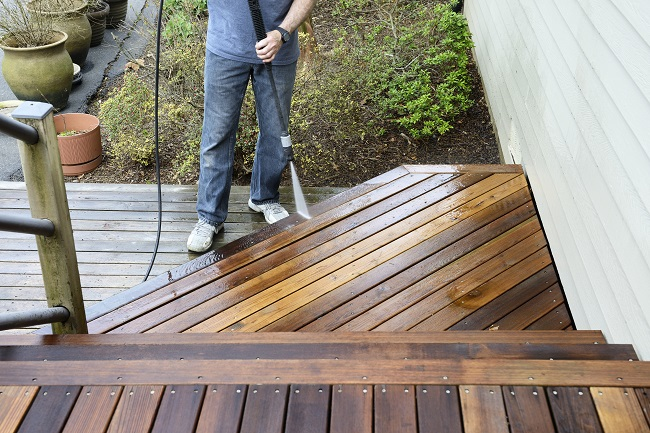 Maintaining Decks and Keeping Them Clean